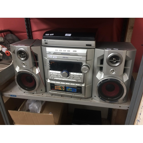 185 - A LG HI-FI SYSTEM COMPRISING OF TWIN TAPE, TUNER AMP, 3 CD, RECORD TURNTABLE AND TWO MATCHING SPEAKE...