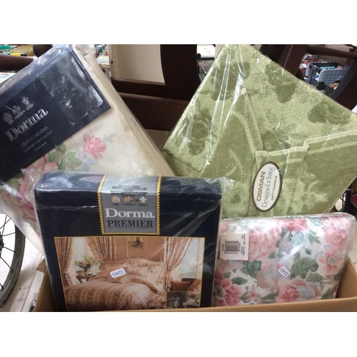 287 - A BOX CONTAINING MIXED ITEMS TO INCLUDE CURTAINS, CAR MATS, WEDGWOOD SOAP DISH, PILLOW CASES ETC...