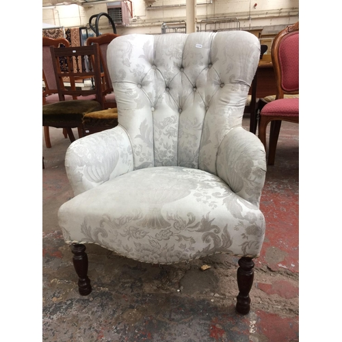 291 - A DERWENT SILVER BUTTON BACK UPHOLSTERED PARLOUR CHAIR...