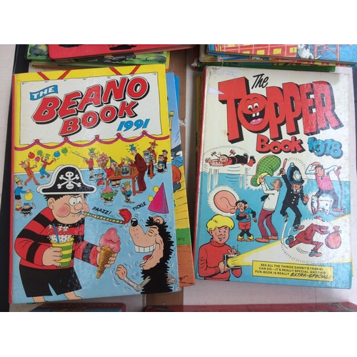 353 - A LARGE QUANTITY OF COLLECTABLE BOOKS AND ANNUALS TO INCLUDE VINTAGE BEANO ANNUALS, ROALD DAHL BOOKS...