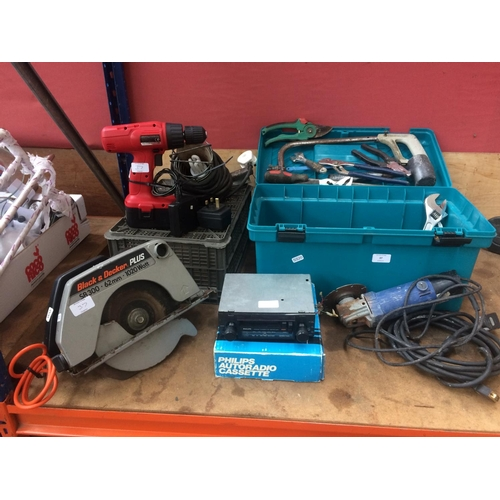 37 - A MIXED LOT TO INCLUDE A BLACK & DECKER SR300 HANDHELD ELECTRIC CIRCULAR SAW (W/O) A BOXED PHILIPS C...