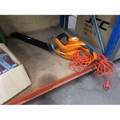 38 - AN ORANGE WORX WG206E ELECTRIC HEDGE CUTTER WITH 22