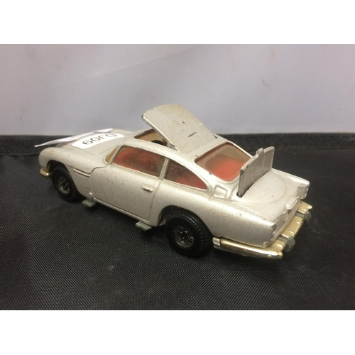 392 - A CORGI 007 ASTON MARTIN DB DIECAST MODEL CAR...
