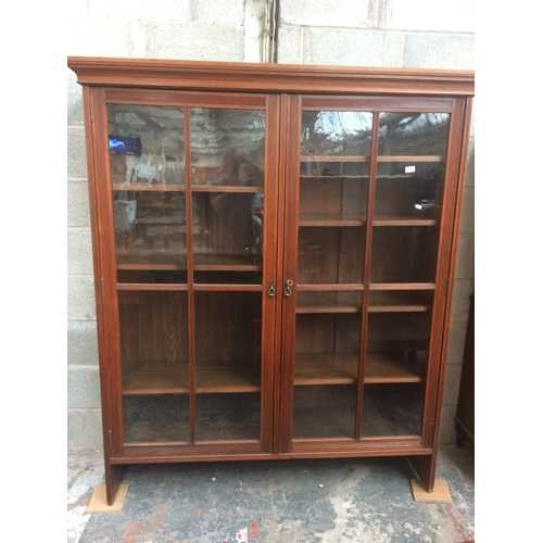 437 - A GOOD QUALITY LARGE EDWARDIAN MAHOGANY DISPLAY CABINET WITH TWO GLAZED DOORS AND KEY...