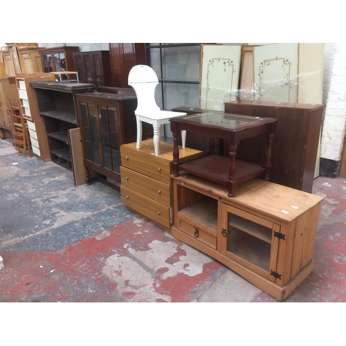 448 - TWELVE ITEMS TO INCLUDE A PINE TV STAND, MAHOGANY EFFECT COFFEE TABLE, CHEST OF THREE DRAWERS, OAK D...
