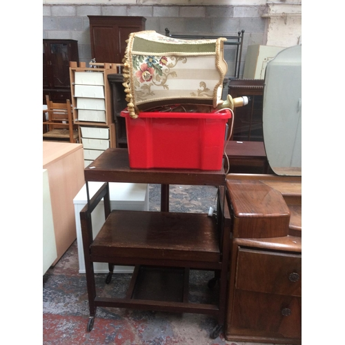 469 - A MAHOGANY TEA TROLLEY AND A BOX CONTAINING VARIOUS LAMPS AND PICTURE FRAMES...