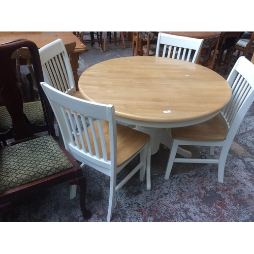 512 - A GOOD QUALITY MODERN BEECH ROUND PEDESTAL KITCHEN TABLE AND FOUR MATCHING WHITE PAINTED CHAIRS...