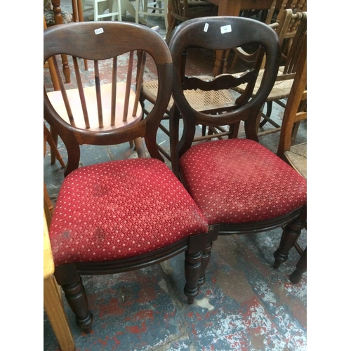 535 - A PAIR OF VICTORIAN MAHOGANY BALLOON BACK DINING CHAIRS...