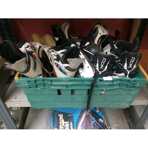 57 - A BOX CONTAINING VARIOUS SIZES AND STYLES OF ICE HOCKEY SKATES...