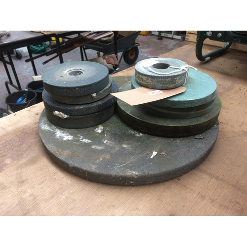 75 - A LARGE QUANTITY OF VARIOUS SIZED GRINDING WHEELS...