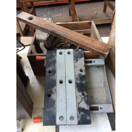 114 - A WOODEN BOX CONTAINING A LARGE HEAVY DUTY PULLEY BLOCK HOOK, 7LB WEIGHT, DRILL BRACE, SPANNERS, LUM...