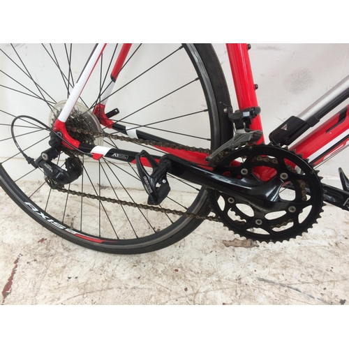 9 - A GOOD QUALITY RED SPECIALIZED ALLEZ GENTS LIGHTWEIGHT RACING BIKE WITH QUICK RELEASE WHEELS, 18 SPE...