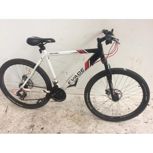 8 - A BLACK, RED AND WHITE APOLLO EVADE GENT'S MOUNTAIN BIKE WITH FRONT SUSPENSION, QUICK RELEASE FRONT ...