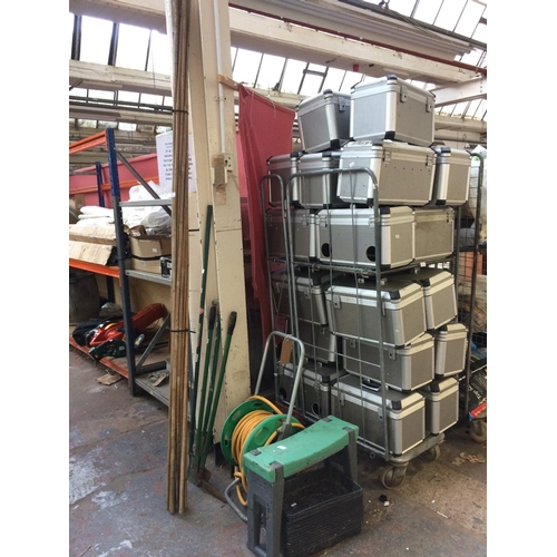 48 - A SELECTION OF GARDENING EQUIPMENT TO INCLUDE BLACK PLASTIC SEED TRAYS, HOSE LOCK HOSE REEL, HEAVY D...