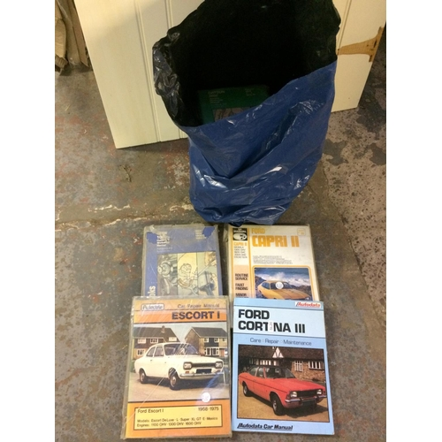 38 - A BAG CONTAINING AUTO DATA AND HAYNES WORKSHOP MANUALS FOR CITROEN 2CV, BMW 520, VOLKSWAGEN 1500, FO...