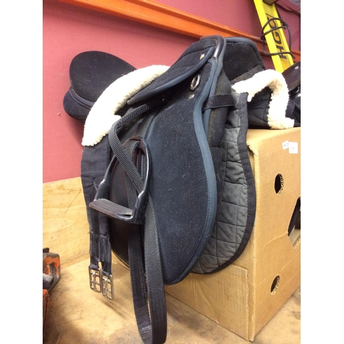 49 - A GOOD QUALITY HORSE SADDLE IN CLEAN CONDITION...