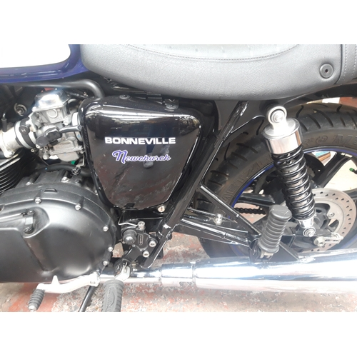 25 - A BLACK, WHITE AND BLUE 2015 TRIUMPH BONNEVILLE NEWCHURCH 865CC PETROL TWO WHEELED MOTORCYCLE WITH T...