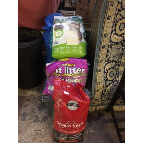 35 - A LARGE QUANTITY OF BAGGED CAT LITTER TO INCLUDE CJS, FIBRECYCLE ETC....