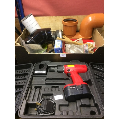 46 - TWO ITEMS - A CASED BOSUN 12 VOLT CORDLESS DRILL WITH BATTERY AND CHARGER AND A BOX CONTAINING PLAST...