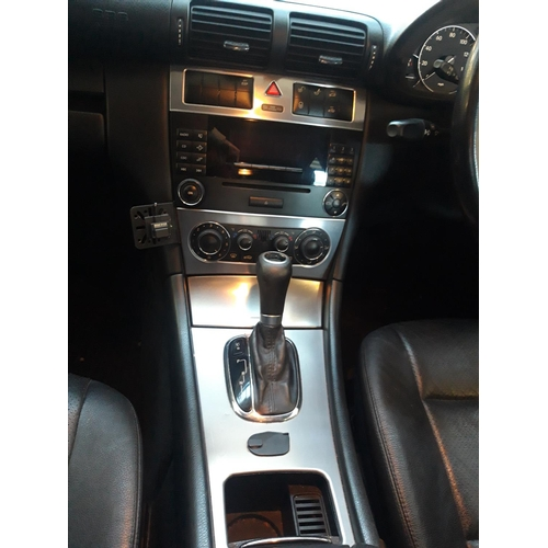 31 - A BLACK 2005 MERCEDES C220 CDI 4 DOOR SALOON CAR WITH 2.2 DIESEL ENGINE, AUTOMATIC GEARBOX, 176,047 ...