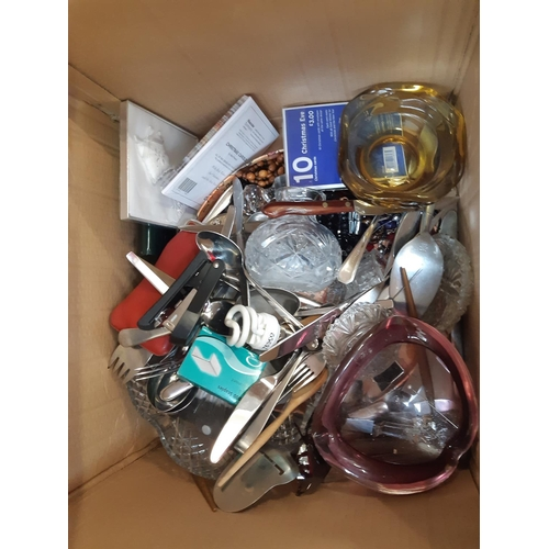 316 - A BOX CONTAINING MIXED ITEMS TO INCLUDE MURANO STYLE GLASS ASHTRAY, CUTLERY ETC....