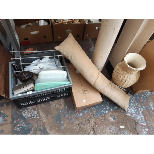 341 - A BOX CONTAINING MIXED ITEMS TO INCLUDE WHITE CERAMIC AND WICKER VASE, MODERN DRAFT EXCLUDER, KITCHE...