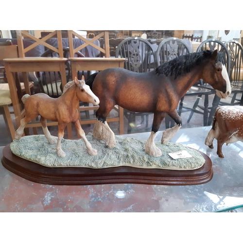 387 - A BORDER FINE ARTS HORSE FIGURE ON WOODEN BASE...