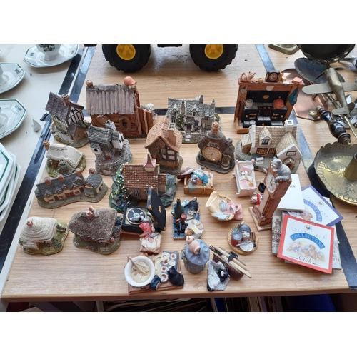 400 - A COLLECTION OF VARIOUS ORNAMENTS TO INCLUDE LILLIPUT LANE COTTAGES, PETER FAGAN OF SCOTLAND HAND PA...