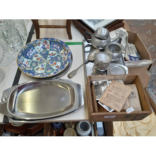 463 - A COLLECTION OF VARIOUS METALWARE TO INCLUDE CUTLERY, MINIATURE TEAPOT, TRAYS ETC. TOGETHER WITH A L...