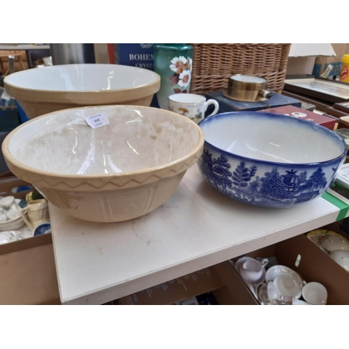 469 - A COLLECTION OF MIXED ITEMS TO INCLUDE A VICTORIAN HAND PAINTED GLASS VASE, MASON CASH MIXING BOWL, ...