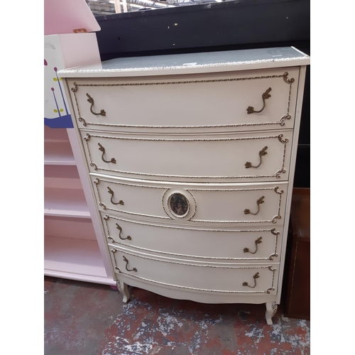 631 - A FRENCH STYLE WHITE AND GOLD PAINTED CHEST OF FIVE DRAWERS WITH GLASS TOP...