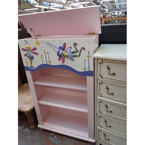 632 - A MODERN PAINTED CHILD'S THREE TIER FREE STANDING BOOKCASE...