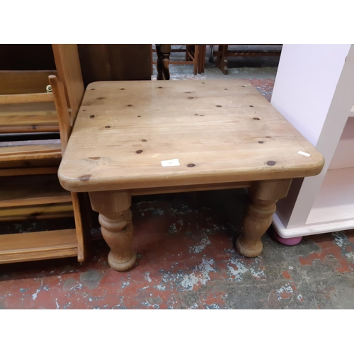 633 - A MODERN PINE SQUARE COFFEE TABLE ON BALUSTER SUPPORTS...