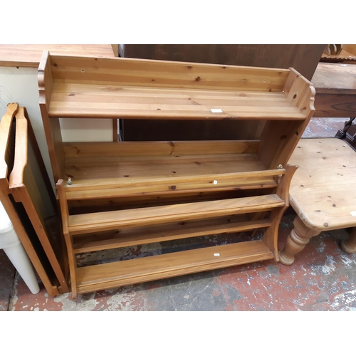 634 - A PINE THREE TIER FREE STANDING BOOKCASE...
