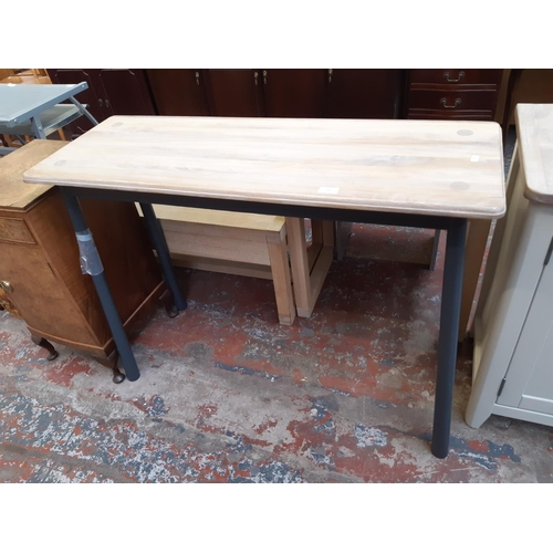 644 - A RETRO STYLE GREY PAINTED RECTANGULAR HALL TABLE WITH LIMED OAK TOP...