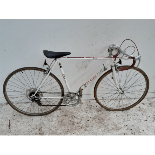 1 - A VINTAGE WHITE RALEIGH SPIRIT MENS RACING BIKE WITH 5 SPEED SIMPLEX GEAR SYSTEM...