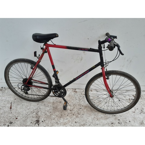8 - A BLACK AND RED DAWES LEOPARD GENTS MOUNTAIN BIKE WITH 21 SPEED GEAR SYSTEM...