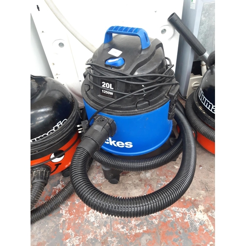 258 - A BLACK AND BLUE WICKES IPX4 VACUUM CLEANER...