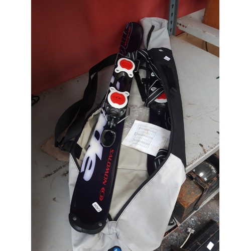 285 - A BAGGED PAIR OF SALOMON CHILD'S SNOW SKIS...