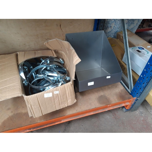 52 - TWO ITEMS TO INCLUDE A METAL WORKBENCH STORAGE TRAY AND A BOX CONTAINING A LARGE QUANTITY OF 6.5