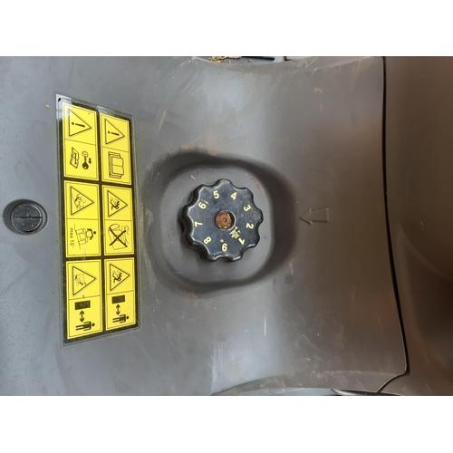 27 - A STIGA ESTATE PRO 9122 XWSY RIDE ON MOWER WITH BRIGGS & STRATTON SERIES 8 INTEK 724CC V-TWIN CYLIND...