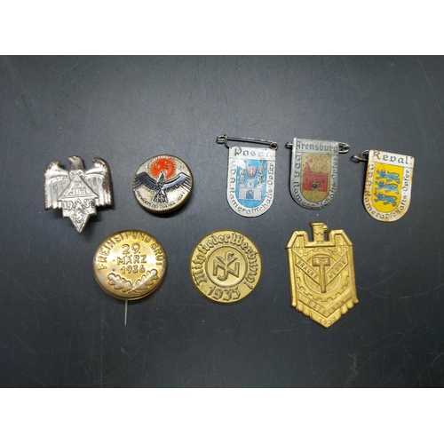 18 - A collection of German Third Reich tinnies - one without pin
