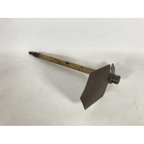 55 - A WWII Brades British Army entrenching tool dated 1944 - approx. 47cm long