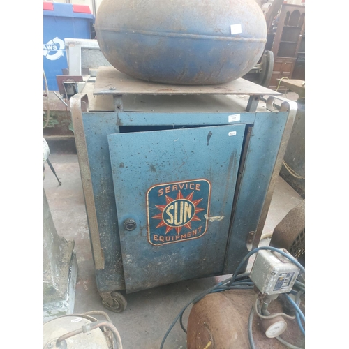 1158 - A vintage blue Sun service equipment four wheeled tool chest - approx. 36