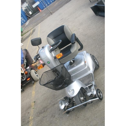 46 - QUNIGO CLASSIC MOBILITY SCOOTER (EXCELLENT WORKING ORDER)...
