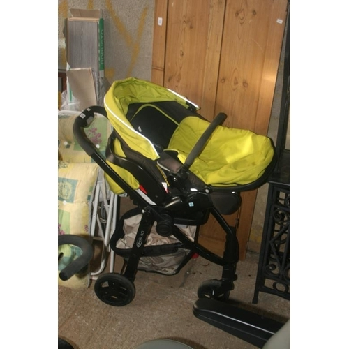 54 - GRACO BUGGY AND CARRY SEAT...
