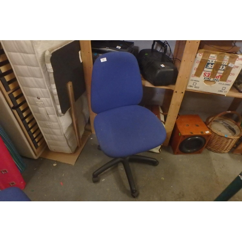 11 - OFFICE CHAIR