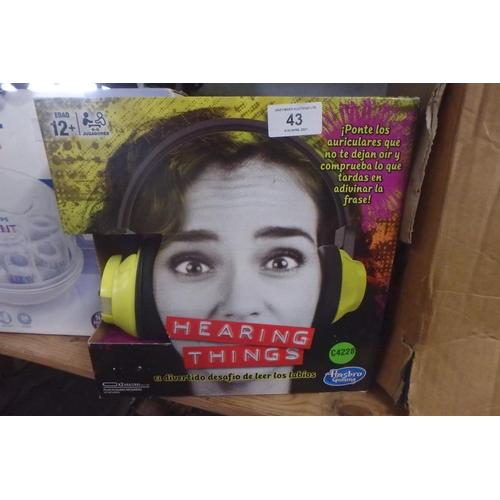 43 - BOXED HASBRO 'HEARING THINGS' GAME (SPANISH)
