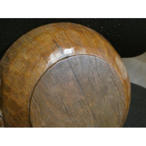 51 - Mouseman fruit bowl (approximately 24.5cm diameter measured from the top rim)