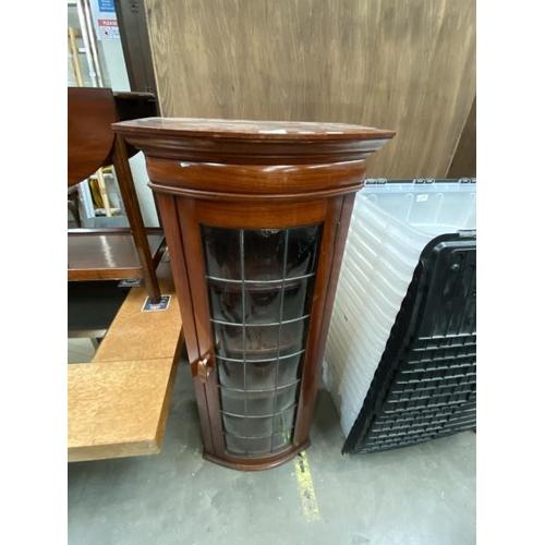 Mahogany leaded glazed bookcase (109H 47W 36D cm)
